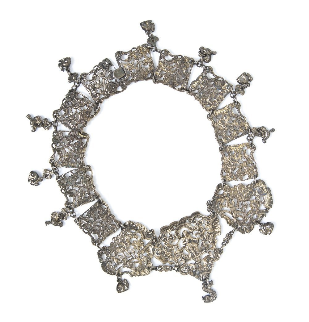461: A Victorian Silver Collar Necklace, 104.70 dwts.