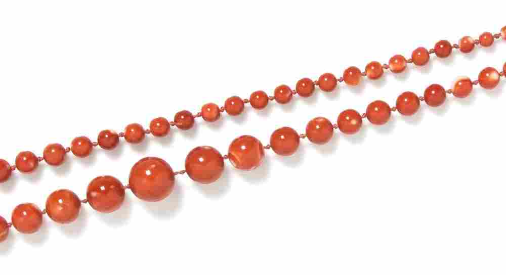 571: A Single Strand Graduated Coral Bead Necklace,