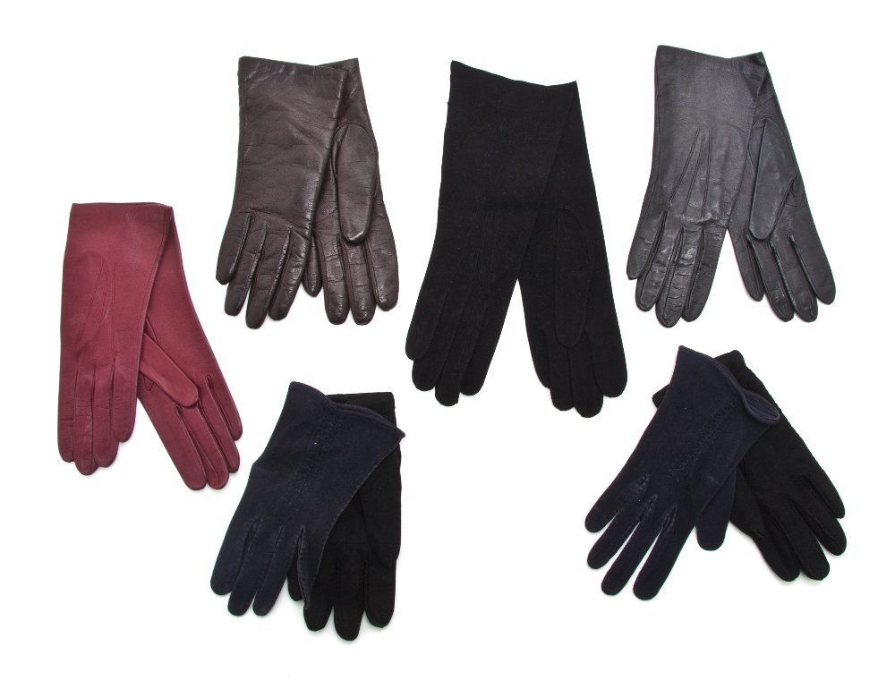 557: A Group of Six Pairs of Gloves, Size 6 1/2.