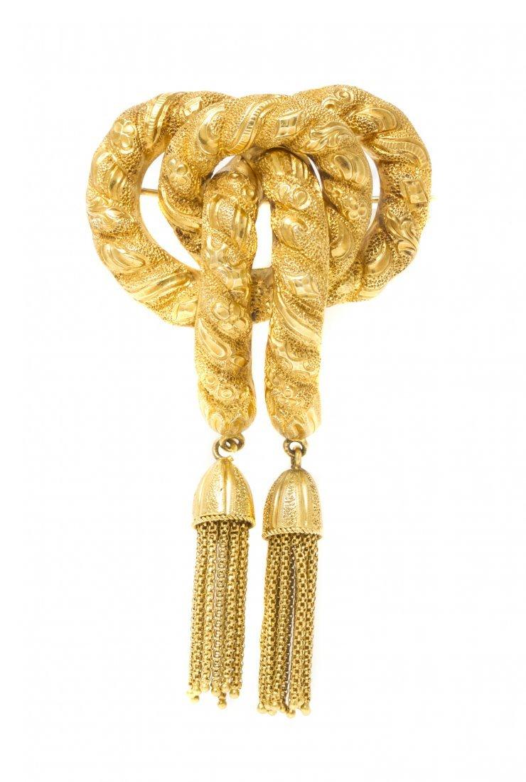 A Victorian 15 Karat Yellow Gold Brooch, Circa 1880, 12