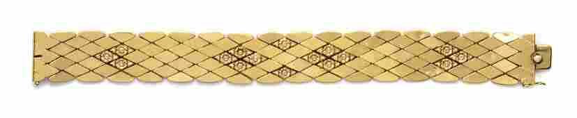 A Vintage 18 Karat Yellow Gold Link Bracelet, Italian,