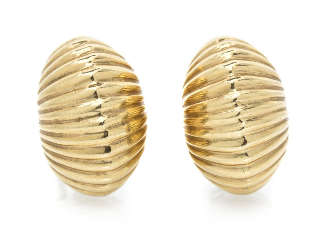 A Pair of 14 Karat Yellow Gold Ribbed Earclips, 14.90 d