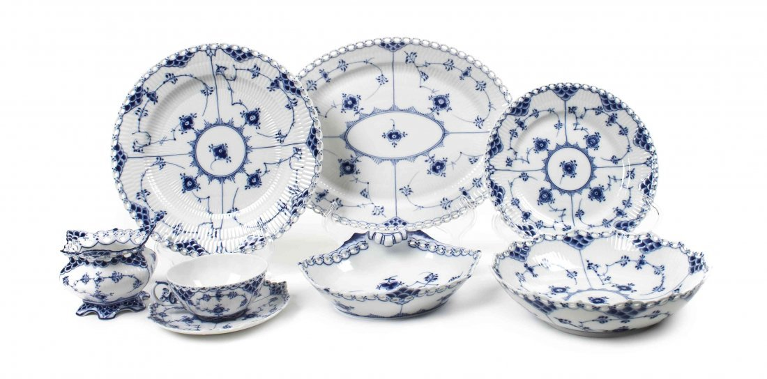 A Royal Copenhagen Partial Dinner Service, Diameter of