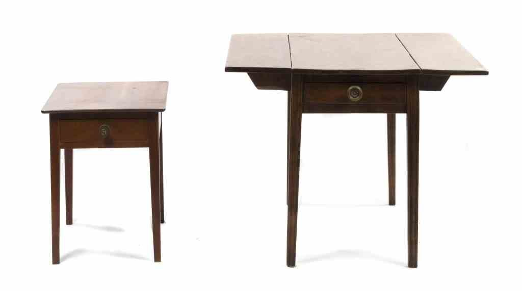 An American Maple Drop-Leaf Table, Height 26 1/2 x