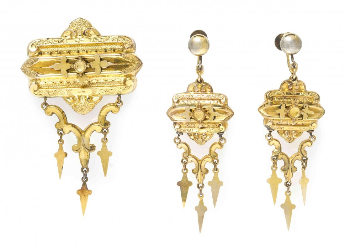 A Victorian Brooch and Earring Set,