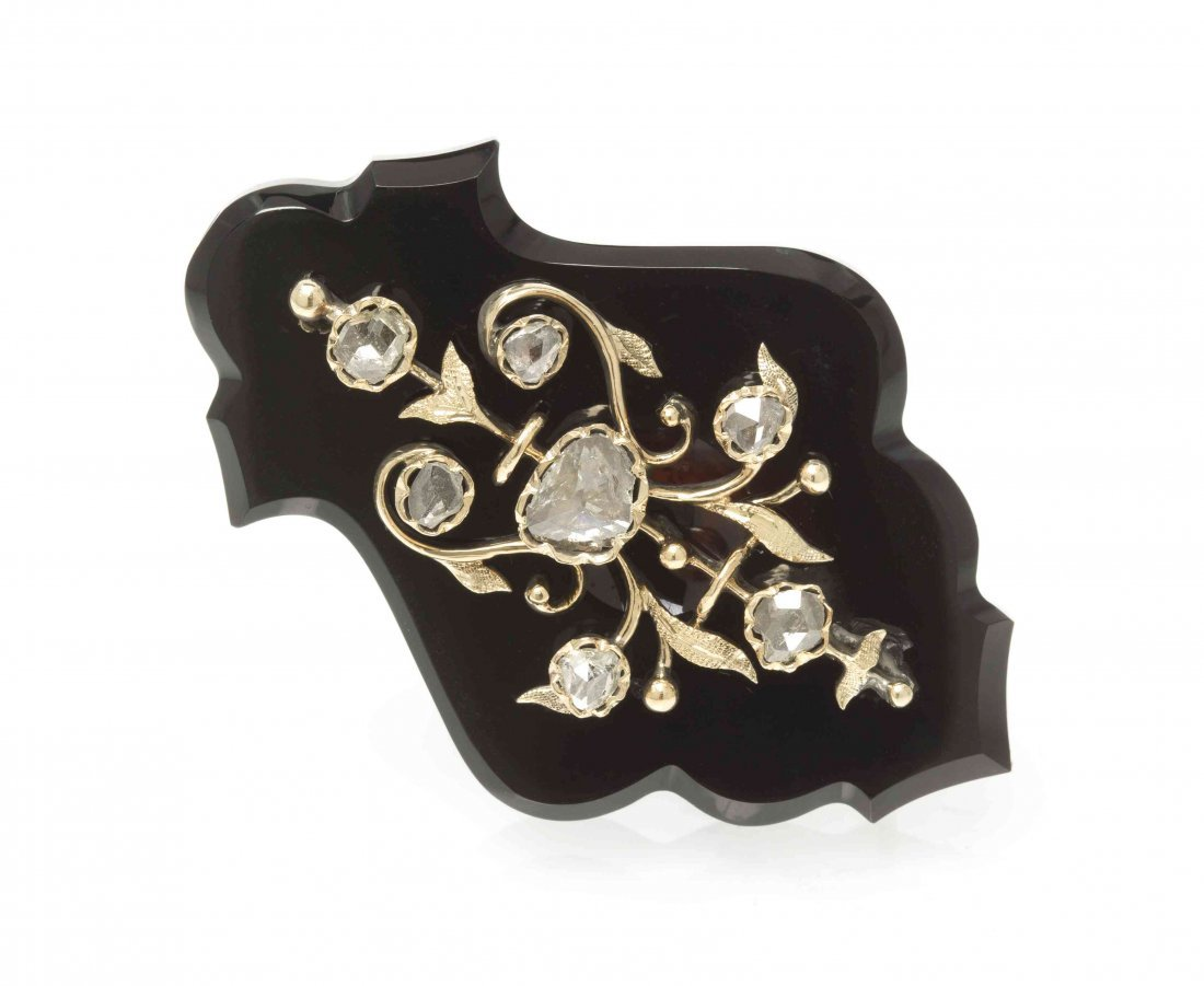 A Victorian Onyx, Yellow Gold and Diamond Brooch, 9.10