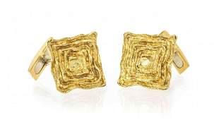 A Pair of 18 Karat Yellow Gold Cufflinks 1070 dwts
