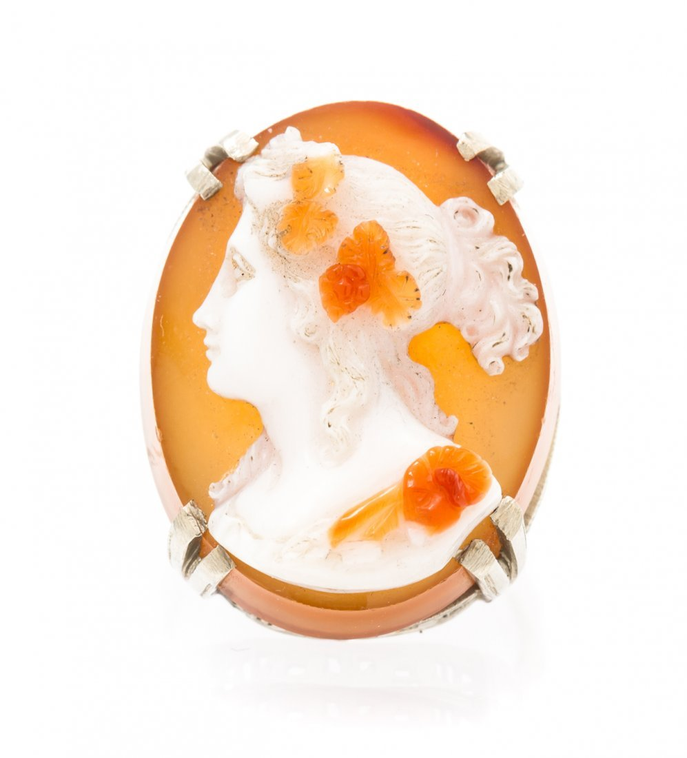 A 14 Karat White Gold and Agate Cameo Ring, 5.40 dwts.