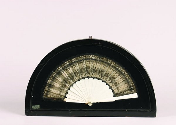 518: An Ivory and Lace Fan,