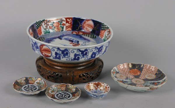 4004: A Group of Japanese Imari Porcelain Articles,