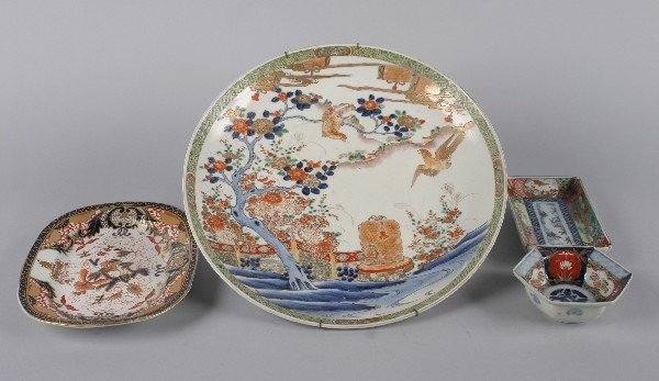 4018: A Group of Two Japanese Imari Porcelain Dishes,