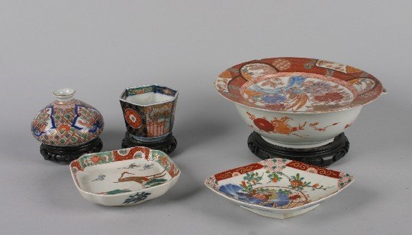 4020: A Group of Japanese Imari Decorative Articles,