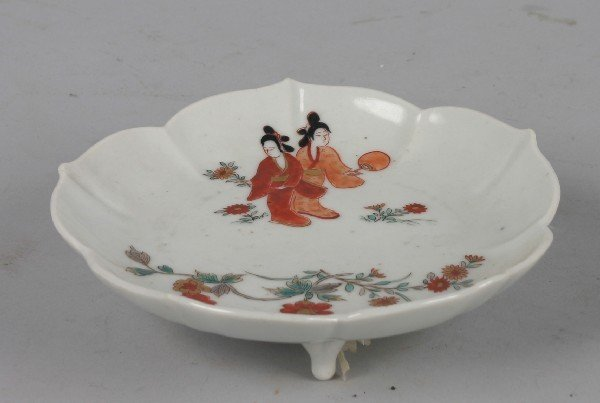 4021: A Japanese Kakiemon Style Porcelain Shaped Bowl,
