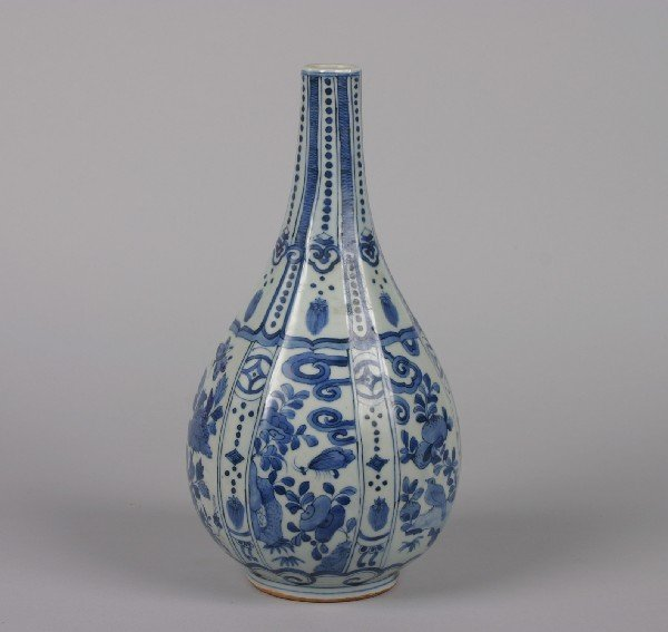 522: A Chinese Blue and White Porcelain Bottle Vase, He