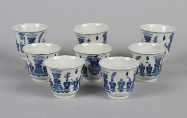 526: A Set of Eight Chinese Export Blue and White Porce
