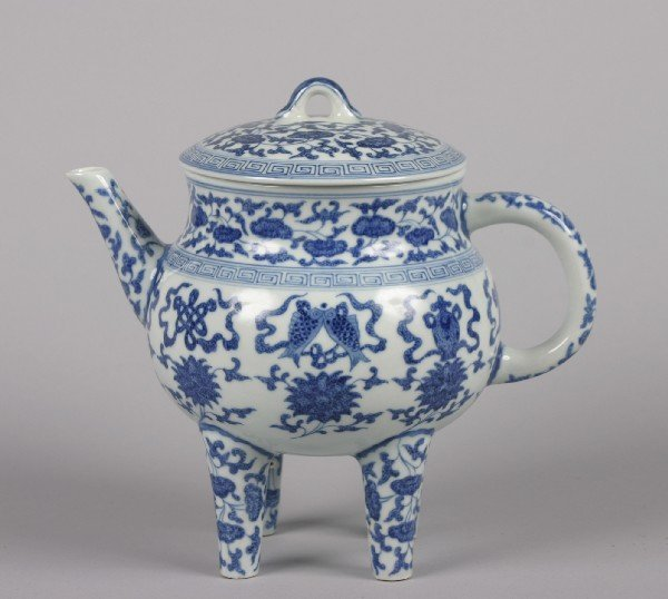 527: A Chinese Blue and White Porcelain Teapot, Height