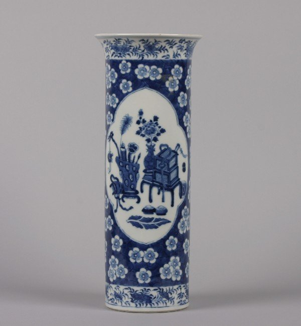 529: A Chinese Blue and White Porcelain Cylindrical Vas