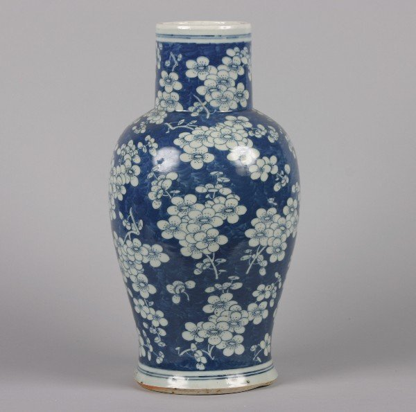 536: A Chinese Blue and White Hawthorne Pattern Vase, H