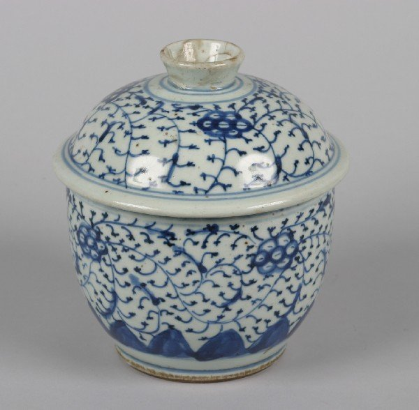 538: A Chinese Blue and White Porcelain Jar and Cover,