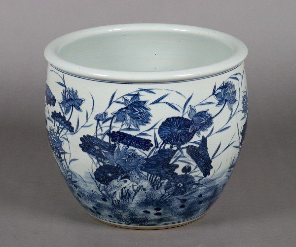385: A Chinese Blue and White Porcelain Jardiniere, Dia