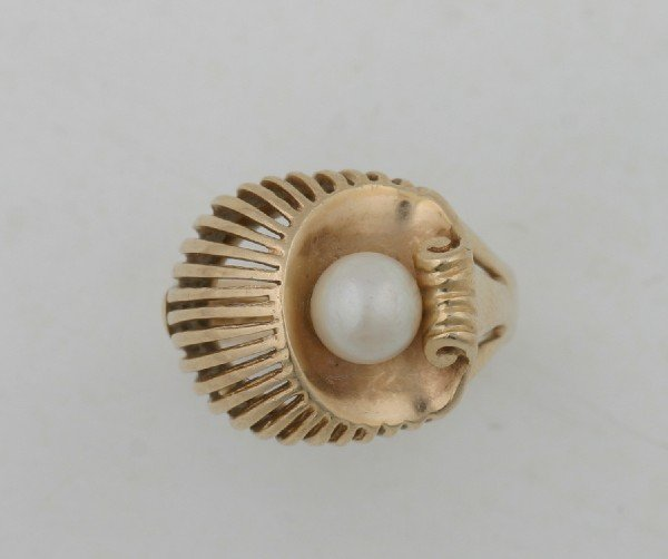 12: A Lady's 14 Karat Yellow Gold and Cultured Pearl Ri
