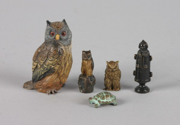 425: A Group of Three Figures of Owls, Height of talles