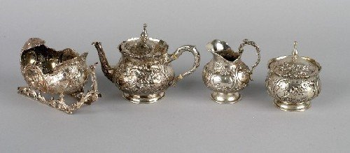 1018: A Continental Silver Three Piece Tea Service, Len