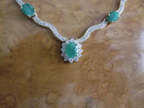 STUNNING 14KT GOLD, DIAMOND AND EMERALD NECKLACE