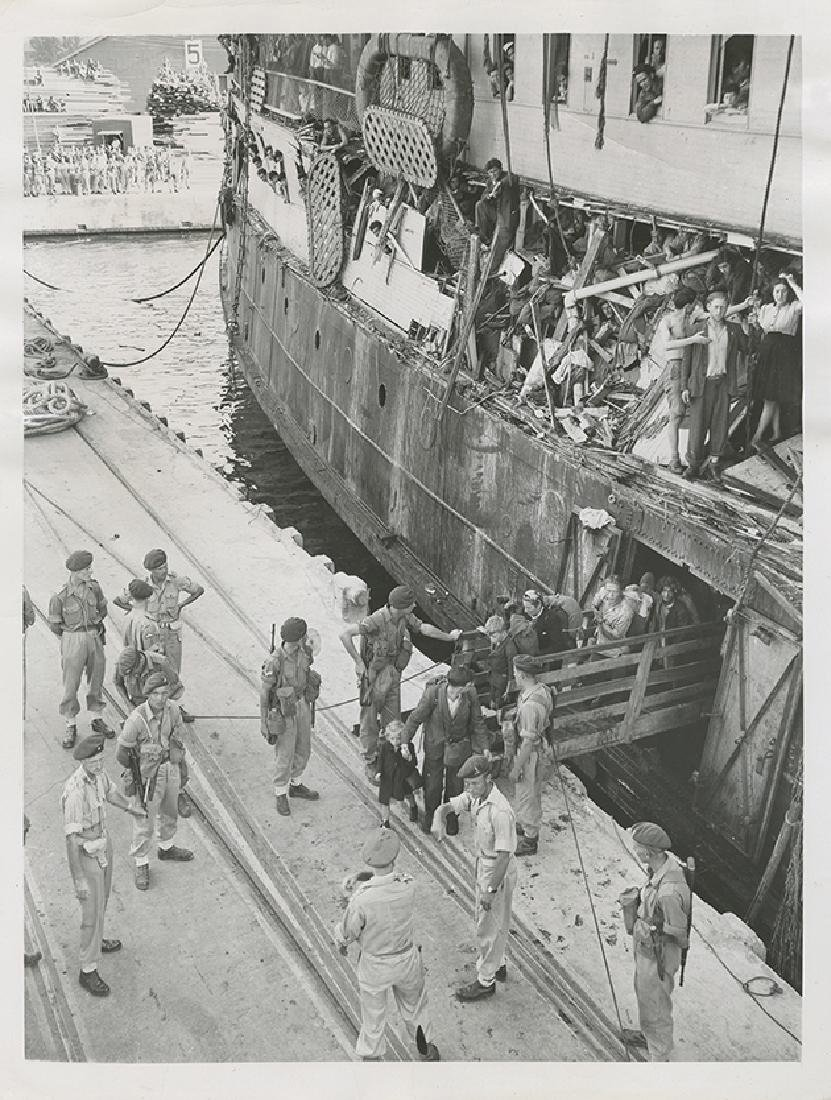Collection of Press Photographs - Illegal Immigration