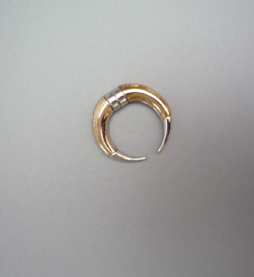 GIVENCHY BOUCLE D'OREILLE en métal argenté et doré