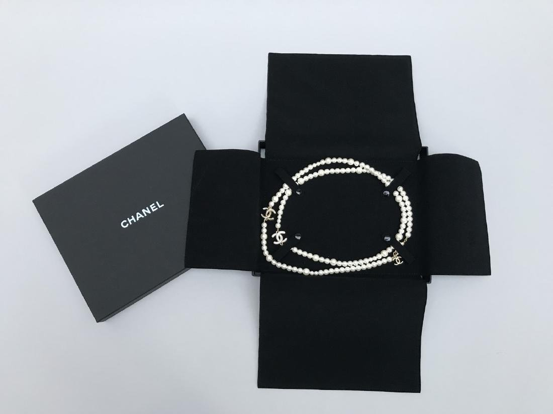 CHANEL LONG SAUTOIR de perles blanches fantaisies en - 2