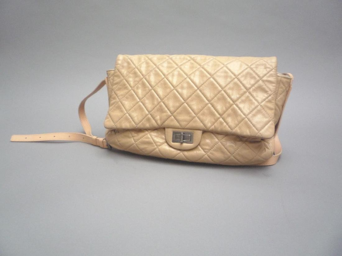 CHANEL  GRAND SAC souple en cuir grainé matelassé