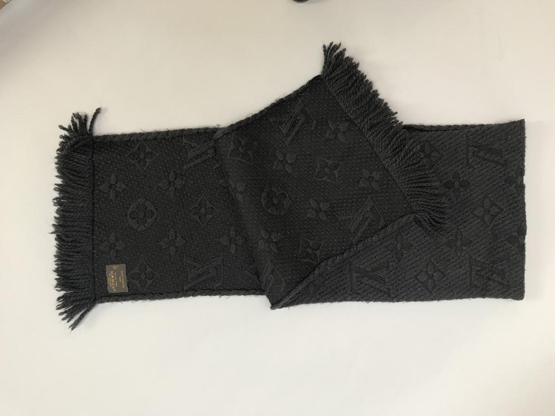 LOUIS VUITTON ECHARPE grise en laine et soie à décor du
