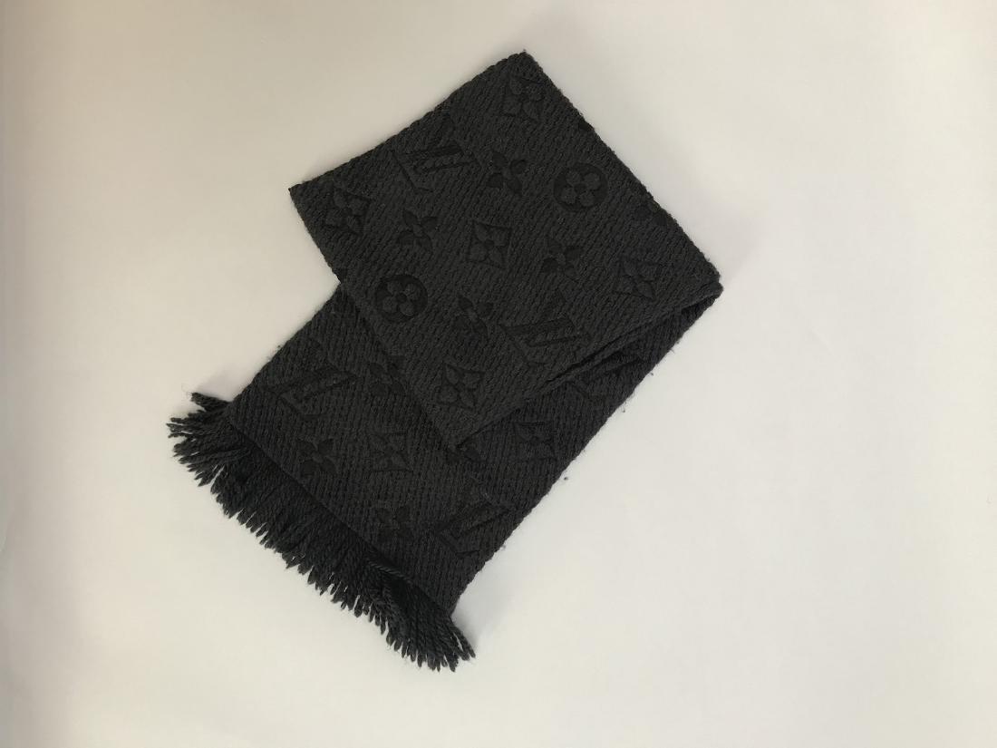 LOUIS VUITTON ECHARPE grise en laine et soie à décor du - 3