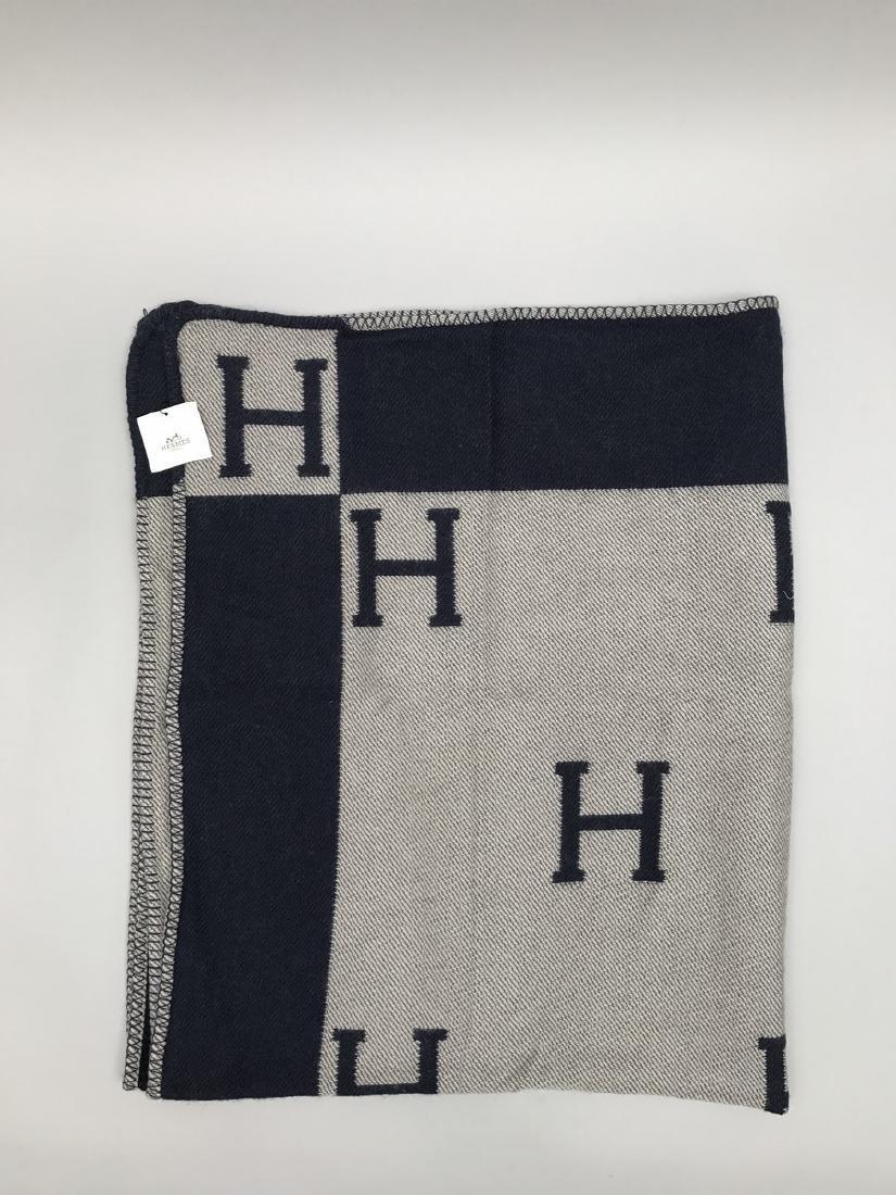 """HERMES PARIS PLAID en laine et cachemire """"H """"."""