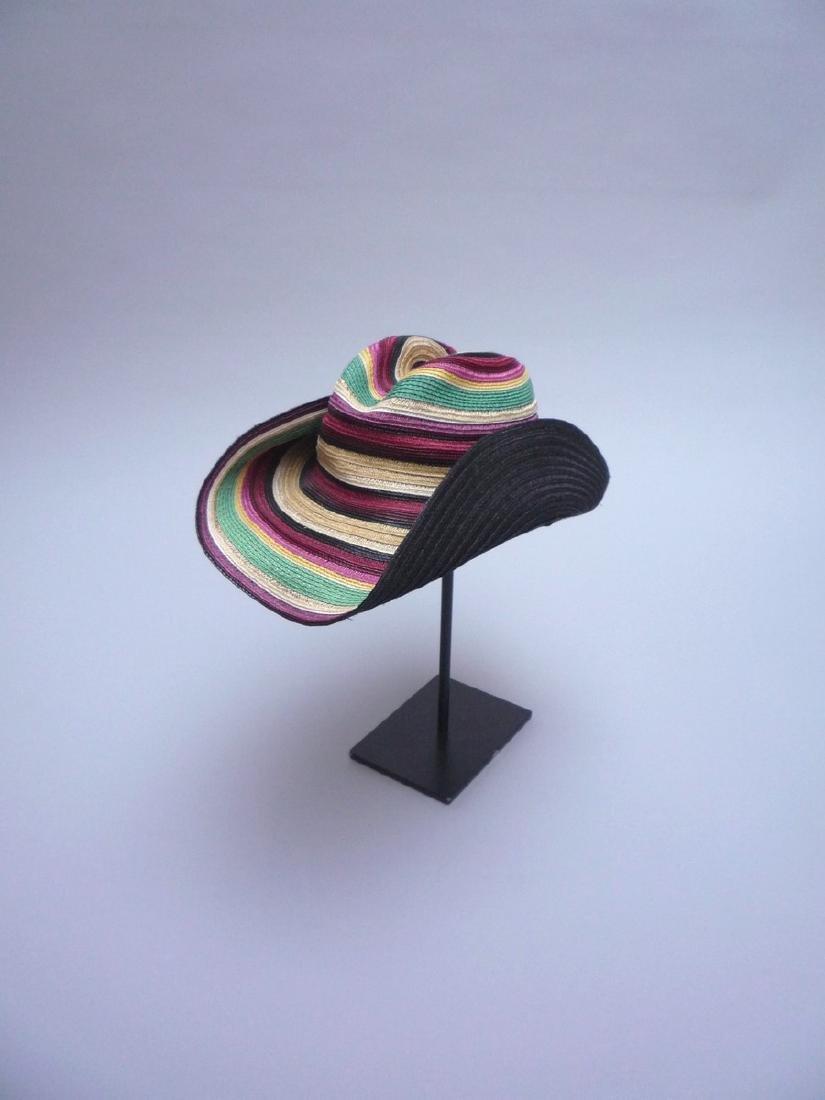 HERMES  Chapeau en paille multicolore. Doublure