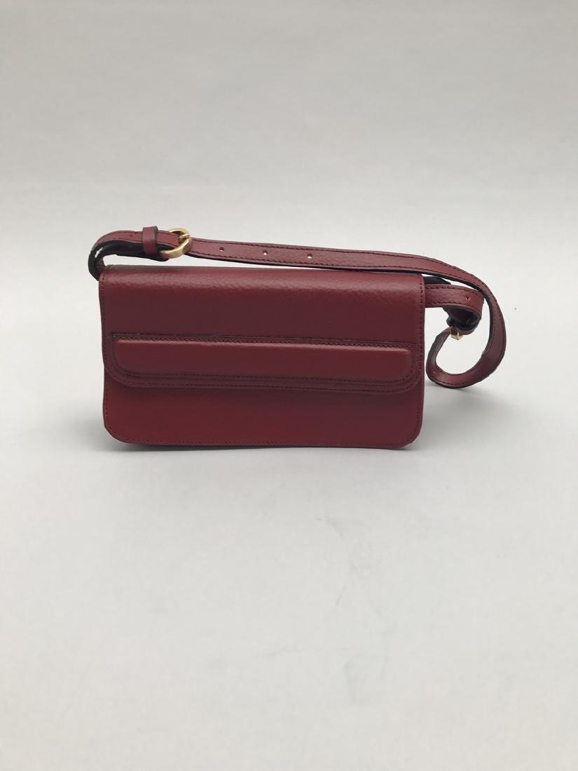 Francesco ROGANI Sac rectangulaire en cuir bordeaux.