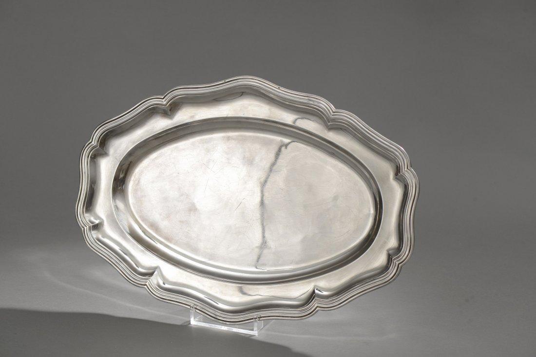 Grand PLAT en argent, de forme ovale, modèle à contours