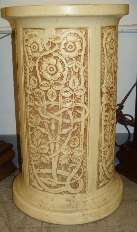 Weller Pedestal for Jardinière in the Ivory Pattern. Au - 2