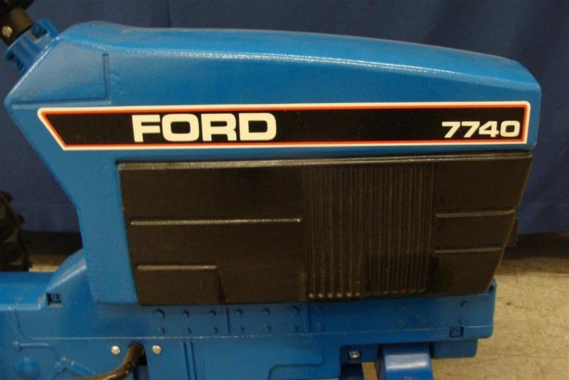 Signed ERTL Ford 7740 Chain Driven Pedal Tractor. Aucti - 2