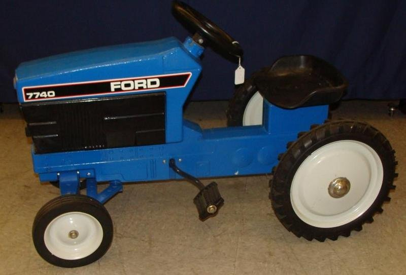 Signed ERTL Ford 7740 Chain Driven Pedal Tractor. Aucti - 4