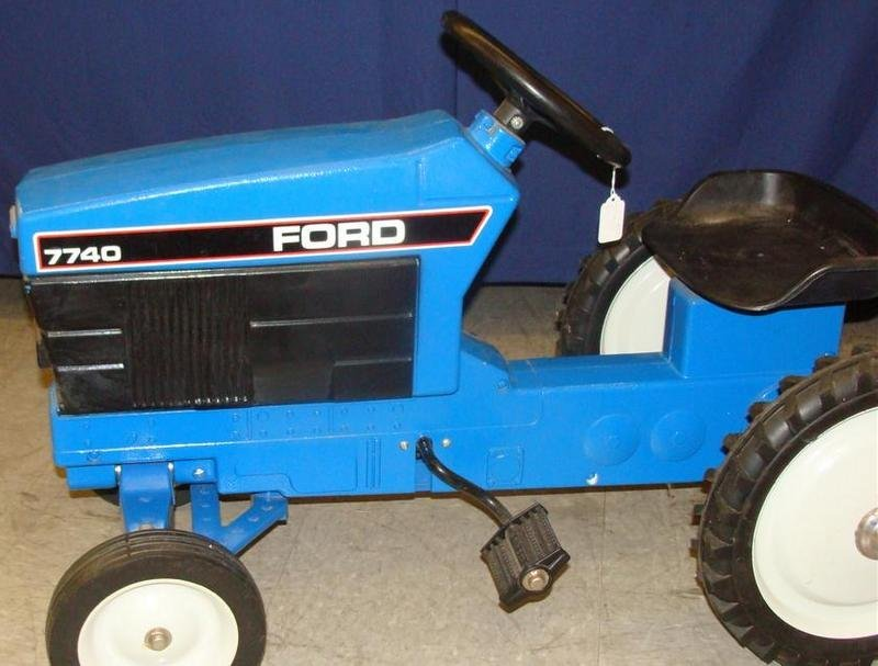 Signed ERTL Ford 7740 Chain Driven Pedal Tractor. Aucti - 5