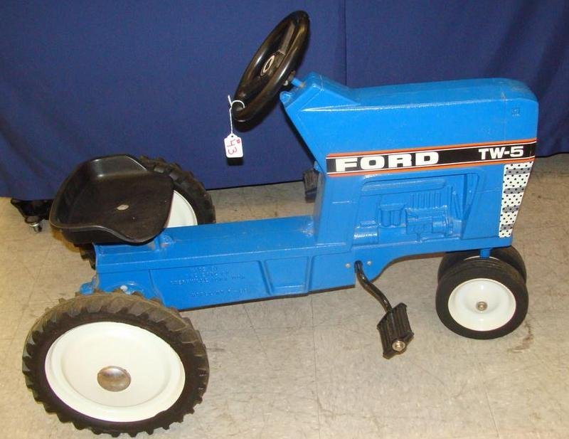Signed ERTL Ford 7740 Chain Driven Pedal Tractor. Aucti - 6