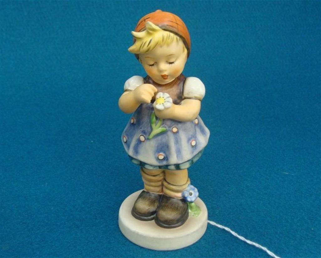Hummel Figurine: Daisies Don't Tell; #380; TM 6; Club