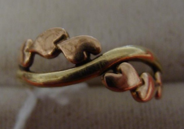 10K Yellow Gold Ring; Hearts Crossed on Top; Size 6.5;