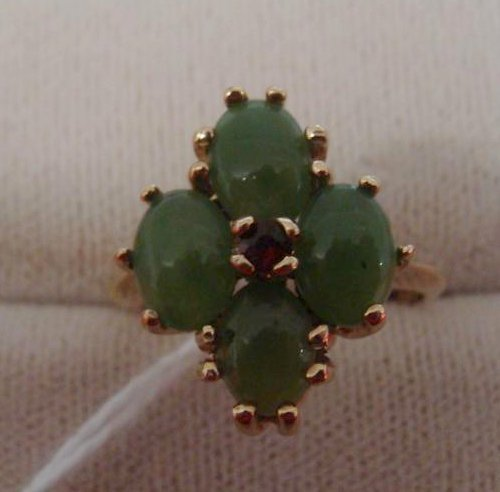 10K Yellow Gold Jade & Ruby Ring; Size 6; 4.1 Grams.