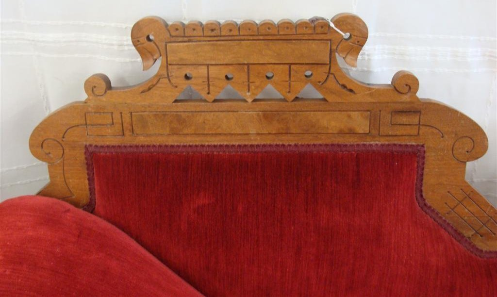 Beautiful Victorian Fainting Couch with Red Velvet - 4