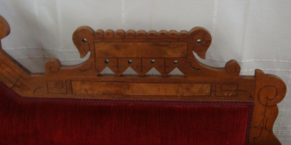 Beautiful Victorian Fainting Couch with Red Velvet - 5