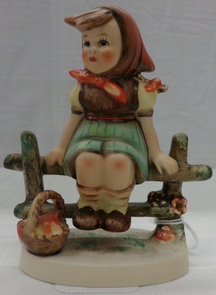 Hummel Figurine: Just Resting; #112/3/0; TM 4. Book