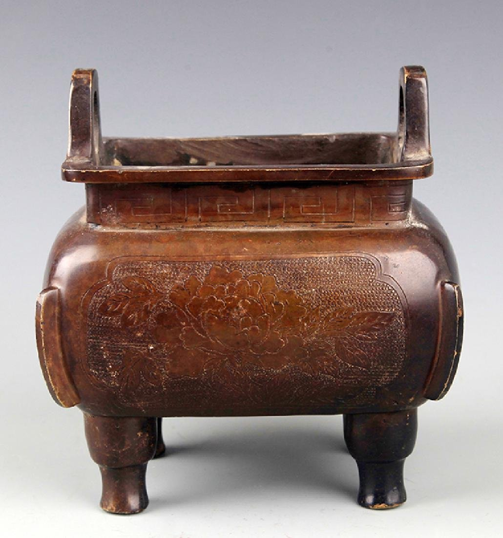 A TALL SQUARE SHAPED BRONZE CENSER